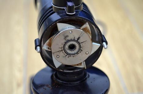 フジローヤルコーヒーミル-みるっこDX-R-220-26-分解清掃-カット臼刃背面