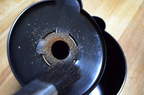 フジローヤルコーヒーミル-みるっこDX-R-220-32-分解清掃-粉受け裏
