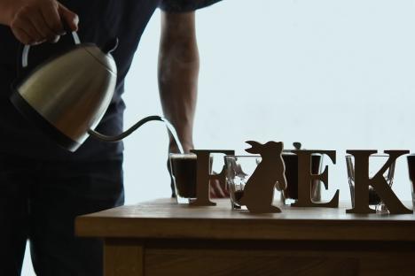 スペシャルティコーヒー-カッピング-投湯--03